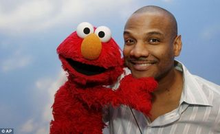 Fourth_accuser_Elmo_puppeteer
